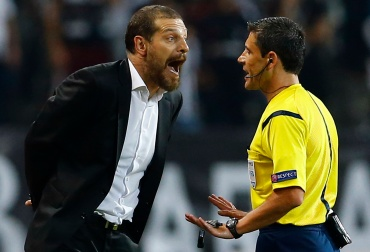 Besiktas' coach Bilic argues with referee Mazic of Serbia during the first leg of their Champions League qualifying soccer match against Arsenal at Ataturk Olympic stadium in Istanbul